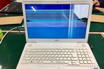 富士通(白)ノートパソコン液晶割れ→液晶交換修理